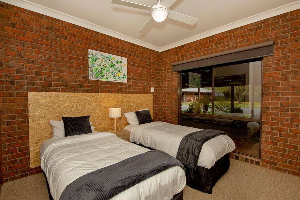 Family fun holiday 2 bedroom room Yarrawonga North East Victoria